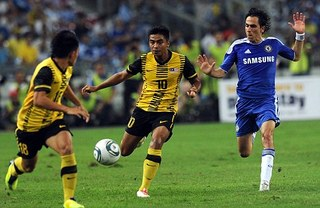 Benayoun racially insulted by Malaysian fans.jpg