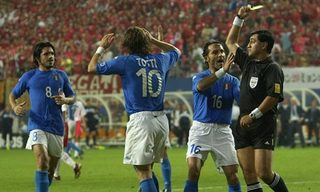 Byron Moreno gives red card to Francesco Totti.jpg