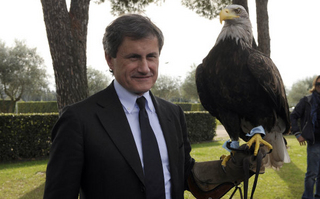 Gianni Alemanno and Lazio's mascot eagle  Olympia.png