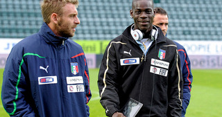 Mario Balotelli brings his Ipad to the bench.jpg