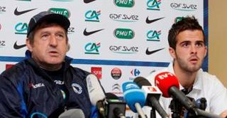 Safet Susic at press conference.jpg
