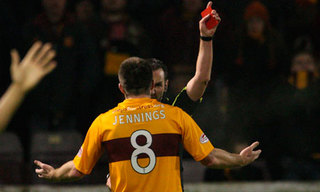 Steve Jennings of Motherwell intentionally gets red card for the arranged match.jpg