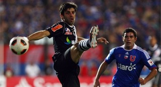 Vasco Da Gama's Juninho plays against Universidad de Chile.jpg